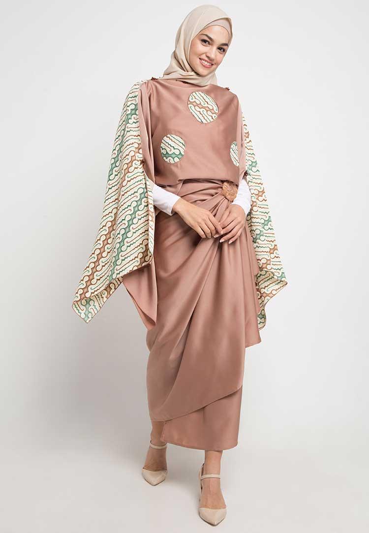 Model Gamis Batik Kombinasi Polos Terbaru 2019
